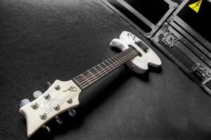 GuitareVigier GV Rock Pearl White d'Alex Cordo